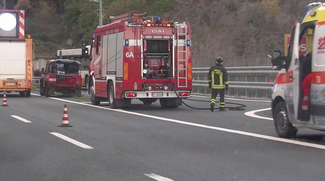 118 e vigili fuoco su autostrada