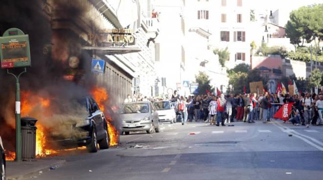 roma, scontri indignati