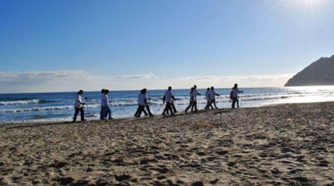 nordic walking su spiaggia
