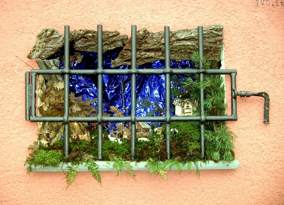 "presepi sassello ""dietro la finestra"""