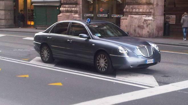 auto blu ministro riccardi