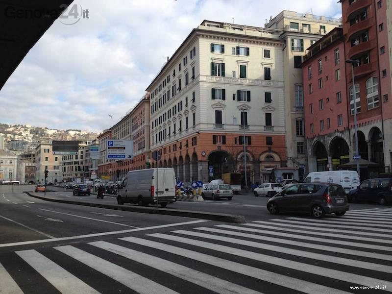 via turati caricamento, piazza cavour