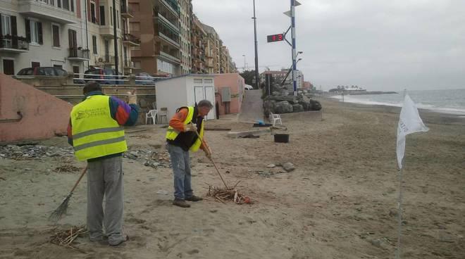 pulizia spiaggia fornaci
