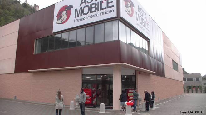 Asta del Mobile showroom