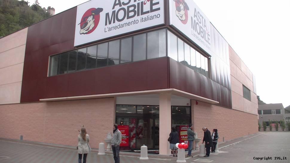 Asta del mobile crede nella ripresa inaugurato il nuovo showroom mutta dalla crisi si esce - Asta del mobile cavallermaggiore ...