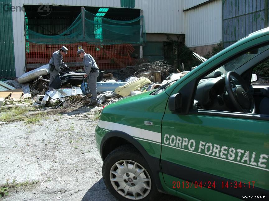 forestale sequestro rifiuti pericolosi