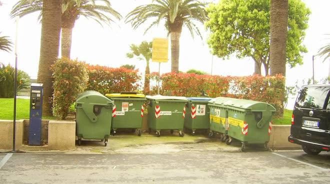 Loano, decoro e rifiuti in passeggiata: interpellanza di Franco e Tassara
