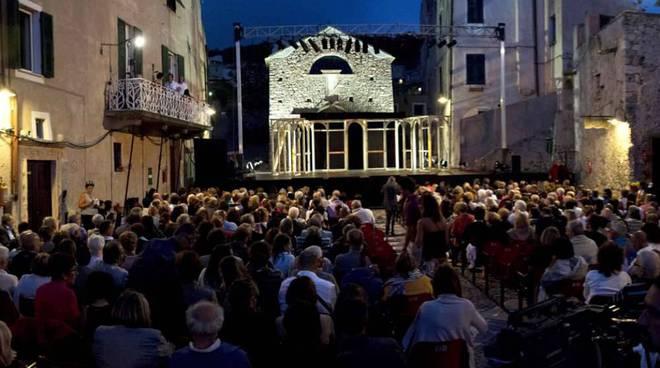 piazza sant'agostino borgio teatro