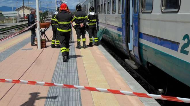 suicidio stazione albenga