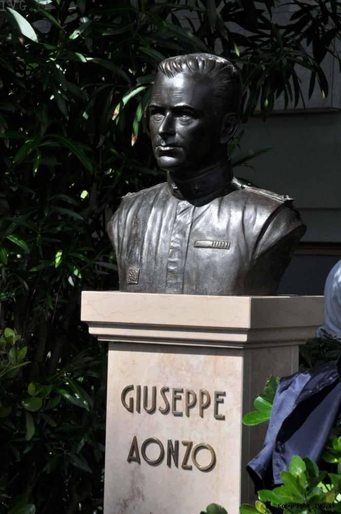 A Livorno busto bronzeo dedicato al guardiamarina savonese Giuseppe Aonzo