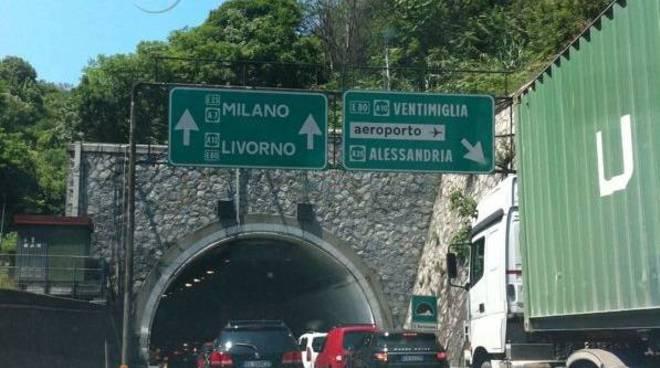Uscita Genova Aeroporto : Autostrada tamponamento all uscita di genova aeroporto
