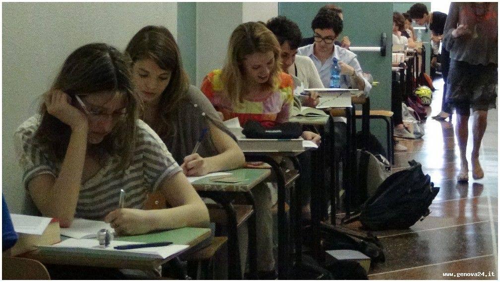 Maturità 2013 al via, gli studenti alle prese con il tema