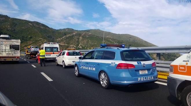 stradale e ambulanza su a10