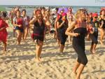 falsh mob femminicidio spiagge