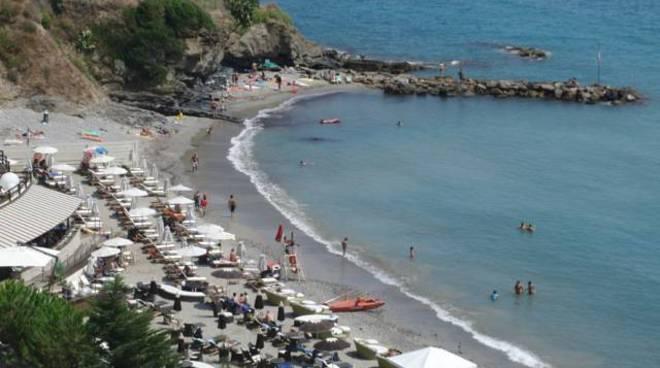 Matrimonio Spiaggia Alassio : Una spiaggia aperta ai cani ad alassio enpa quot grazie al