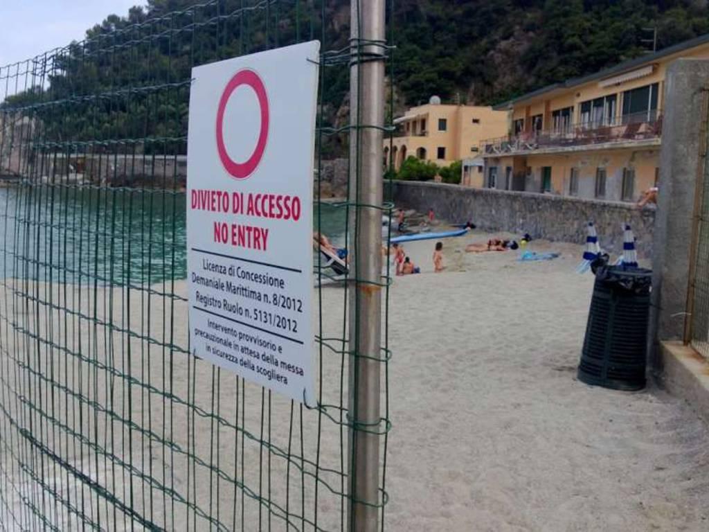 Spiaggia Saraceni cartelli divieto