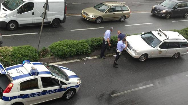 taxi via cantore contromano