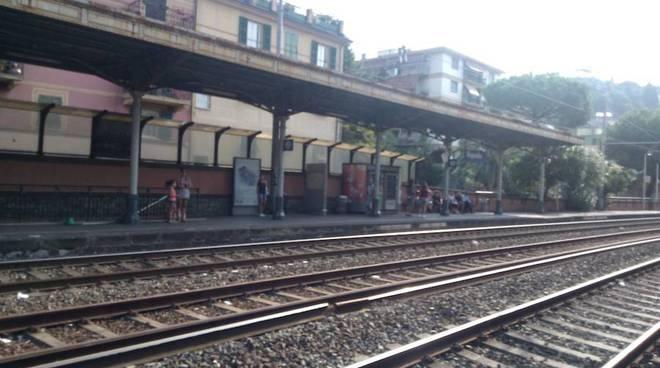 Tragedia a Rapallo: 53enne si getta sotto un treno
