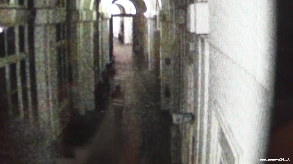 donna acido galliera telecamere di sorveglianza