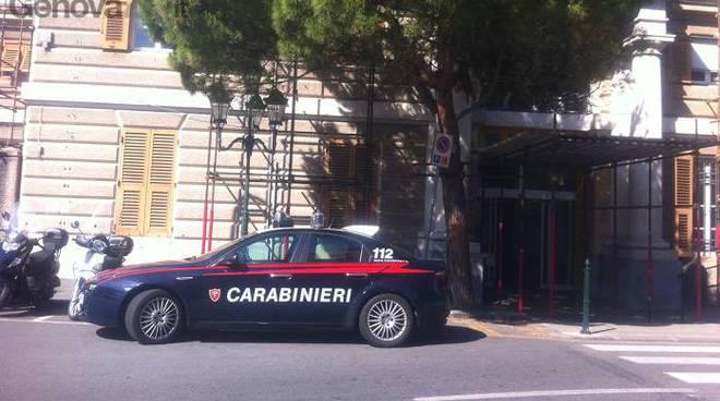 donna sfigurata da acido, carabinieri davanti ospedale