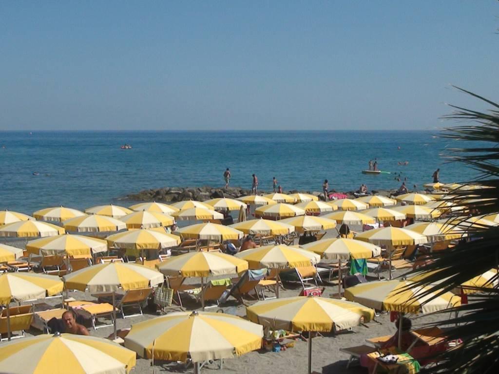 Spiaggia mare Loano