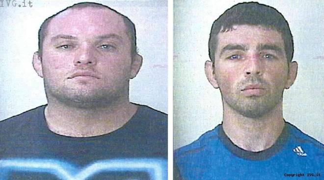 Zinola, due ladri sorpresi a forzare un portone con un cacciavite: arrestati