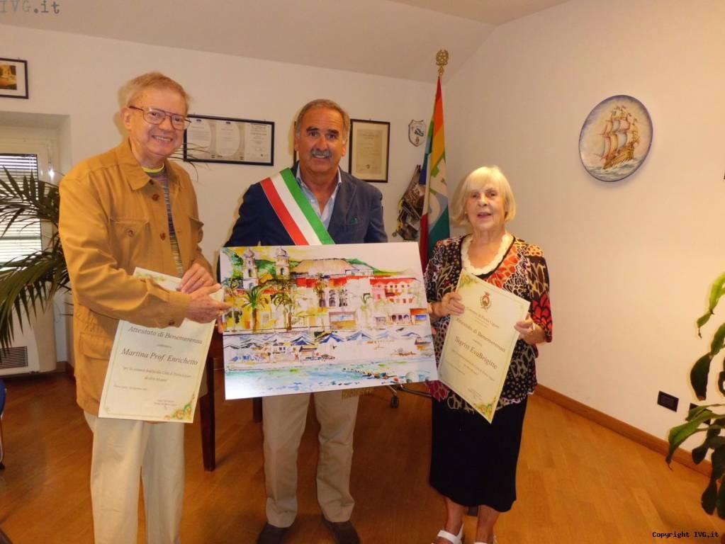 Attestato di benemerenza conferito dal Sindaco Luigi De Vincenzi al Prof. Enrichetto Martina