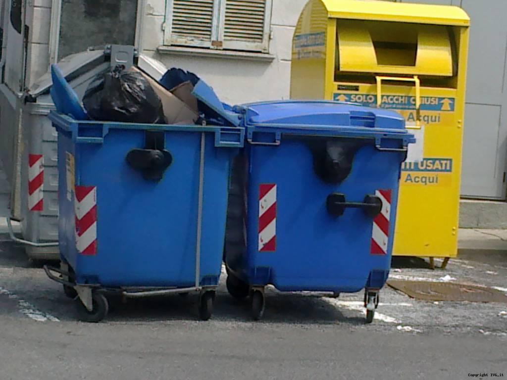 cassonetto spazzatura senza copertura