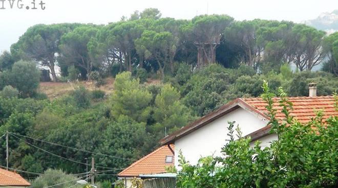 collina case sopra le grotte borgio