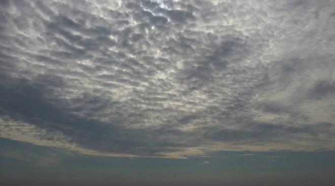 meteo cielo nuvole fine estate