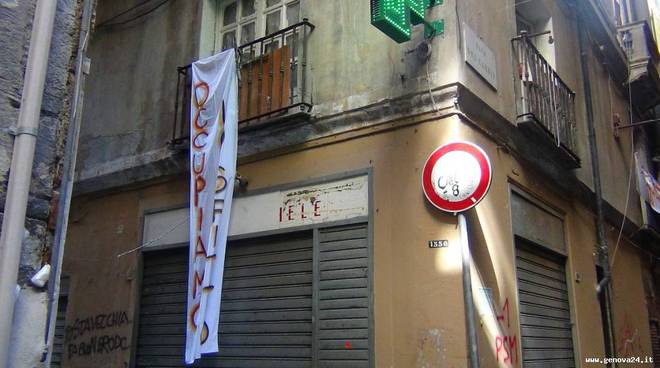occupazione piazza cernaia sportello casa