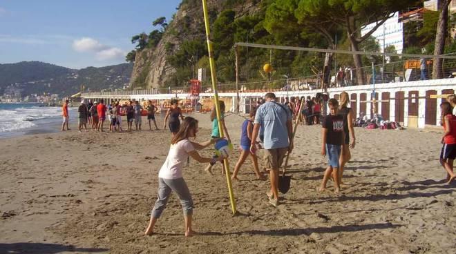 studenti alberghiero in spiaggia