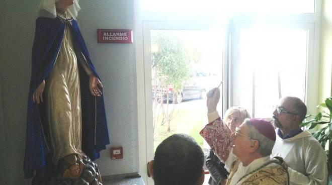 Albenga, il vescovo diocesano Oliveri incorona di nuovo la Madonna della Misericordia restaurata