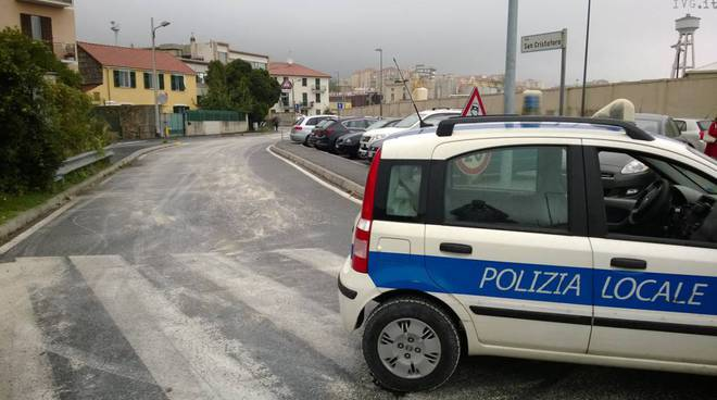 camion perde gasolio via nizza