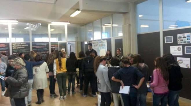 Istituto Comprensivo Val Varatella: successo per il salone dell'orientamento