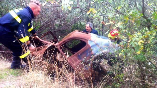 pulizia julia augusta: rimozione carcassa auto