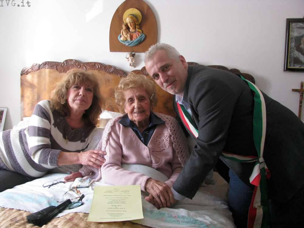 100 anni per la signora Lorenzina: gli auguri dell'amministrazione di Pontinvrea