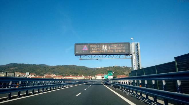 avviso vento forte autostrada