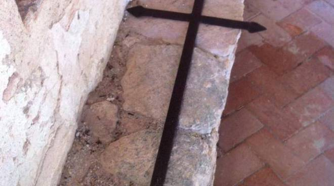 croce chiesa varigotti colpita da fulmine
