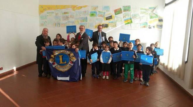Lions Club Albenga: consegnati 220 leggii agli alunni delle scuole
