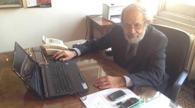 Renato Zunino sindaco Celle scrivania