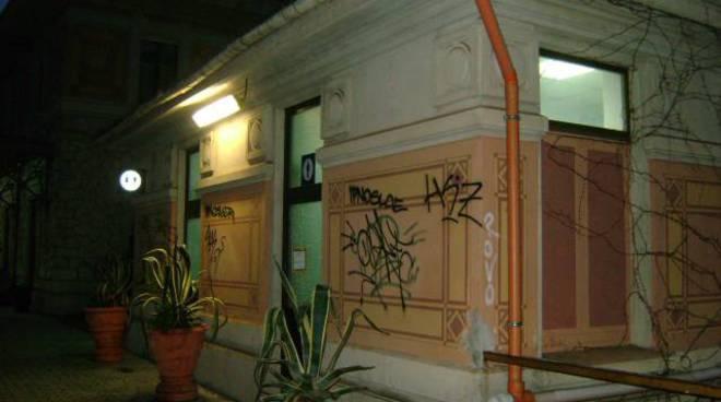 Vandali in stazione Alassio