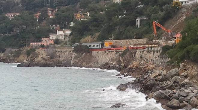 rimozione treno deragliato andora