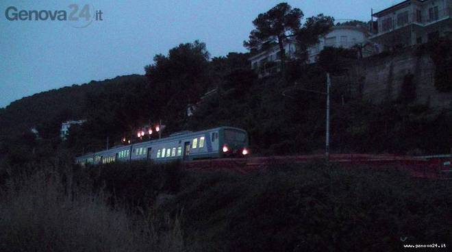 andora frana ferrovia primo treno