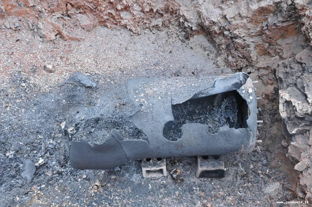 bomba porto genova 05 marzo 2014