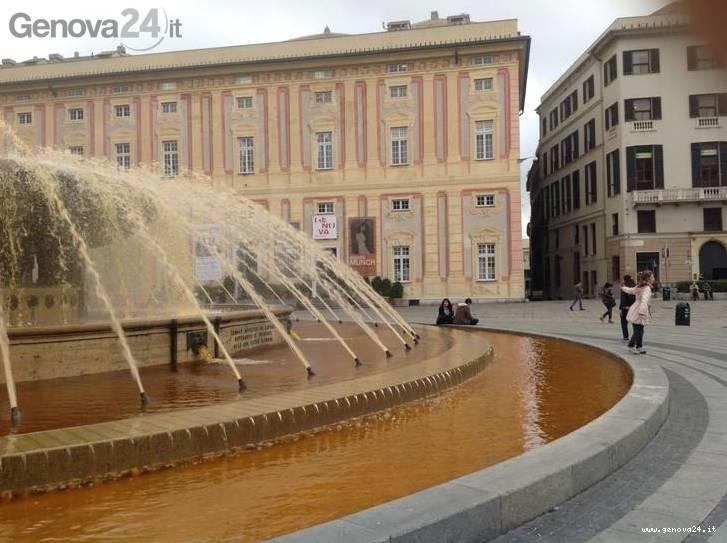 de ferrari fontana arancione contro razzismo