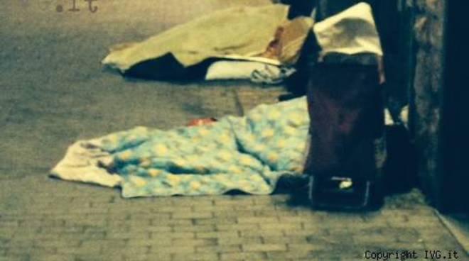degrado stazione pietra ligure barboni senzatetto