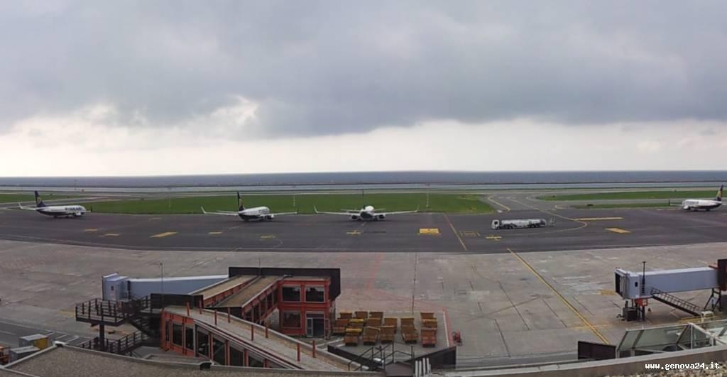 foto voli dirottati aeroporto genova