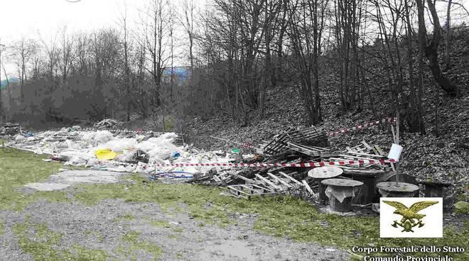 guardia forestale rifiuti