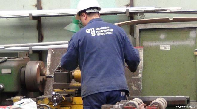 operaio lavoro riparazioni navali
